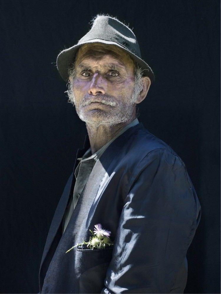 Пронизващи снимки на пиринейските цигани в стил стари картини