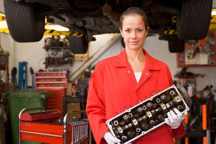 жена механик